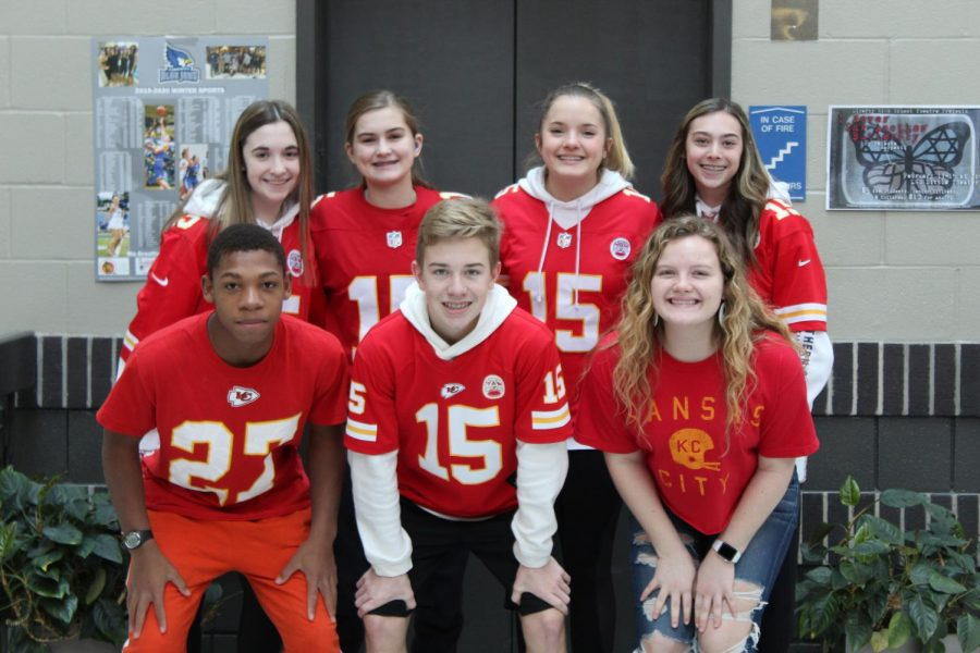 In+order+to+have+great+team+spirit%2C+everyone+needs+to+get+involved.+Freshmen+Mackenzie+Shenn%2C+Kennedy+Dresslaer%2C+Paige+Robinson%2C+Mikah+Hall+and+Hayden+Bracken+join+sophomores+Ava+Mallams+and+Alysa+Pendergraft+get+together+to+show+their+support.+Photo+by+Pearl+Pritchard.